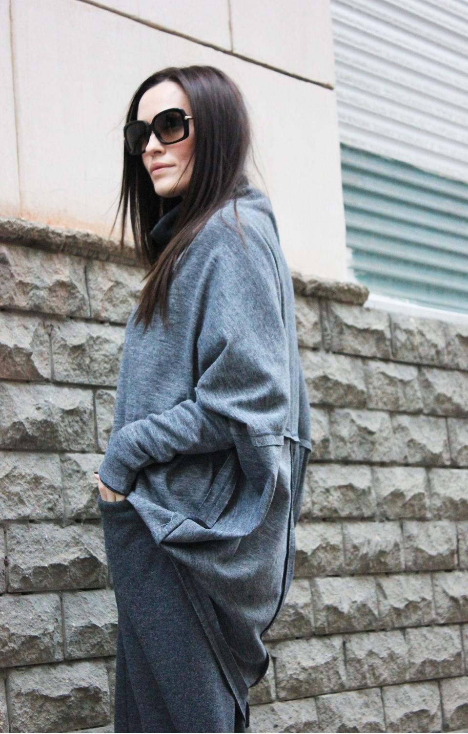 модные цвета осень 2019: серая кофта юбка свободный крой