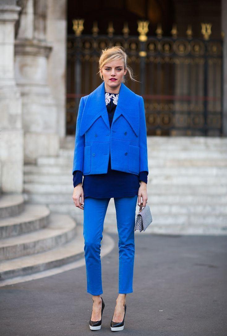 модные цвета 2018: синий тренд брюки пиджак