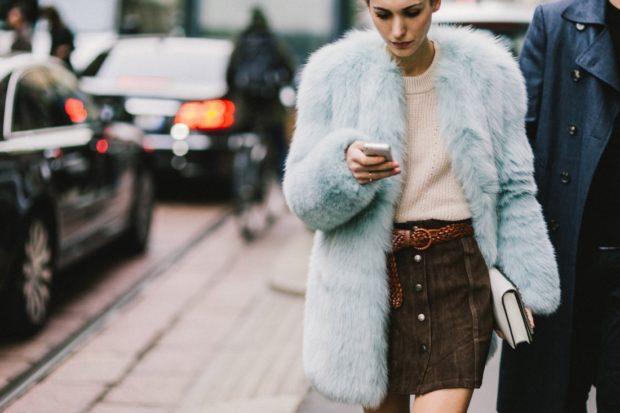 модные женские шубы 2019-2020: голубая шубка