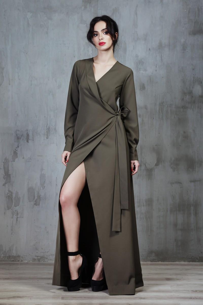 Модные женские платья Осень-2018: платье длинное с запахом зеленое