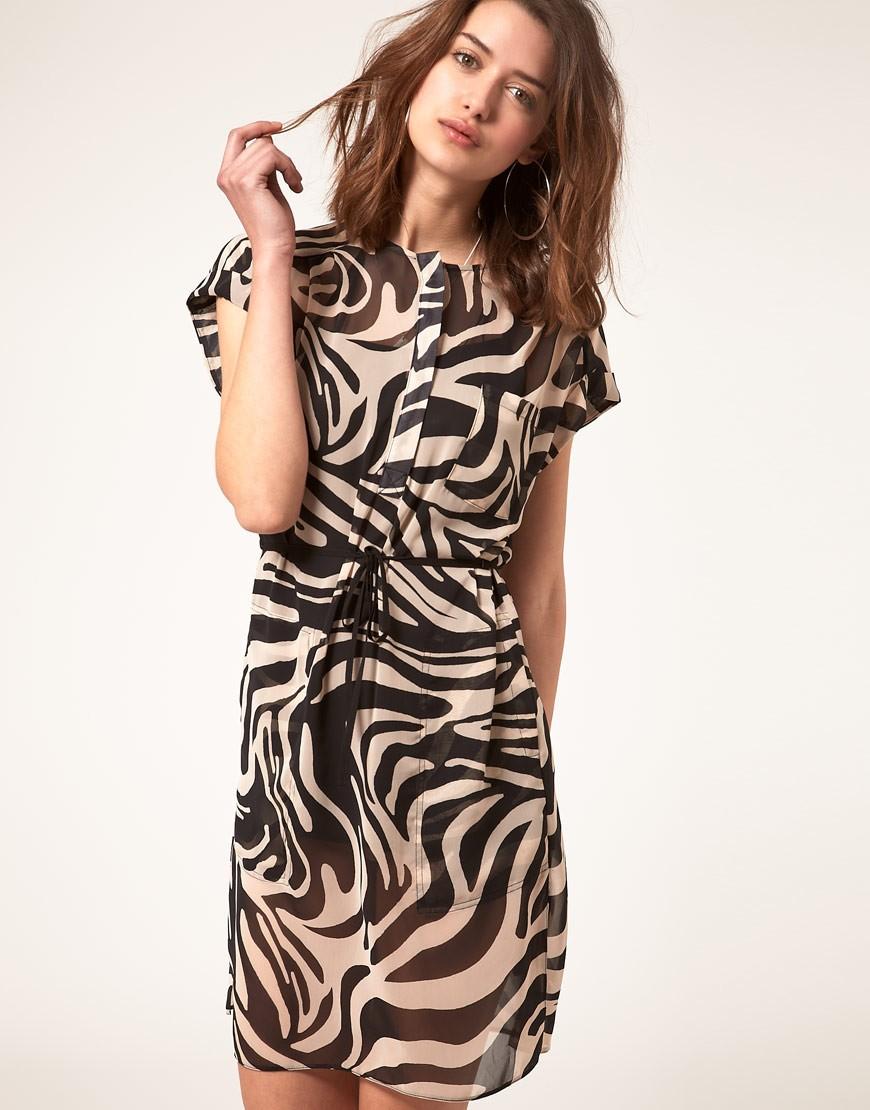 Модные женские платья Осень-2018: платье зебра короткий рукав