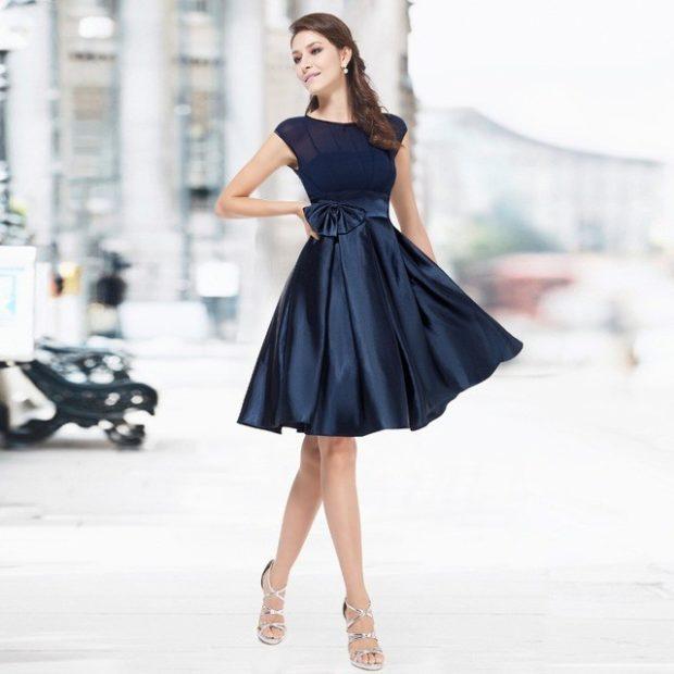 Модные женские платья Осень-2018: платье с завышенной талией черное