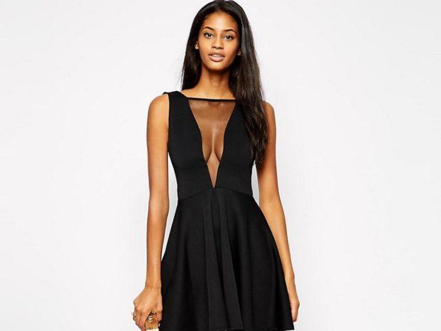 Модные женские платья Осень-2018: платье черное с декольте