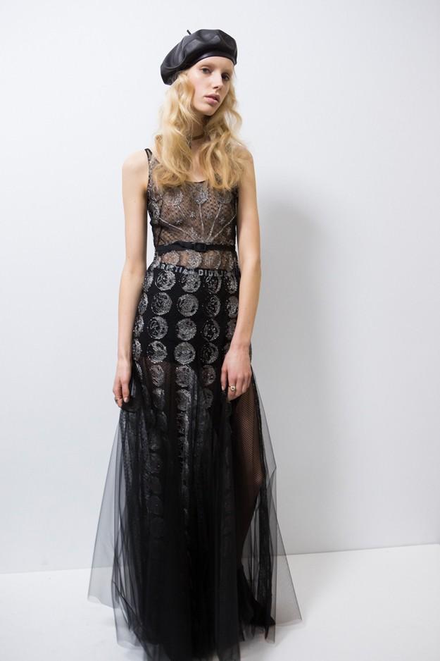 модные головные уборы 2019-2020: берет кожаный черный под платье
