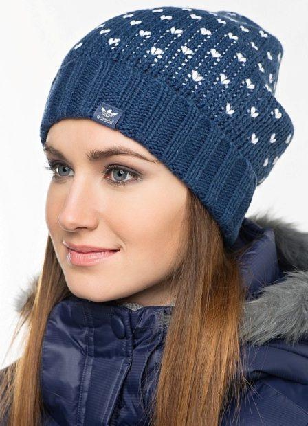 модные головные уборы 2019-2020: шапка спортивная adidas синяя