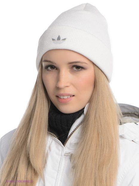 модные головные уборы 2019-2020: шапка белая спортивная