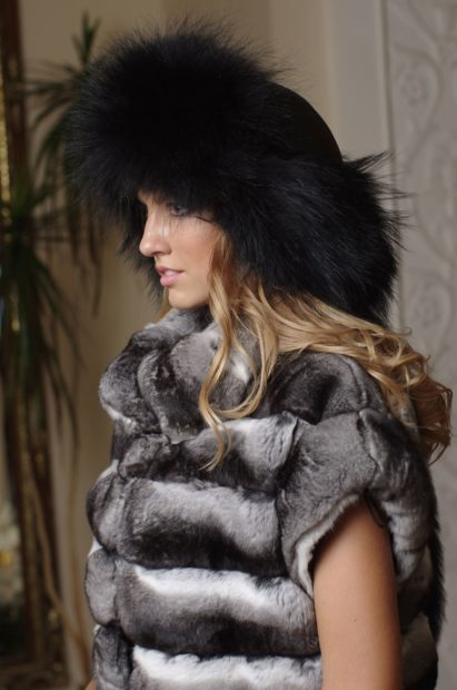 модные меховые шапки: малахай черный