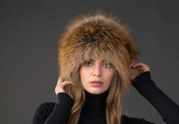 модные меховые шапки: папаха коричневая