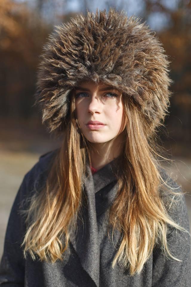модные меховые шапки: папаха коричневая с серым