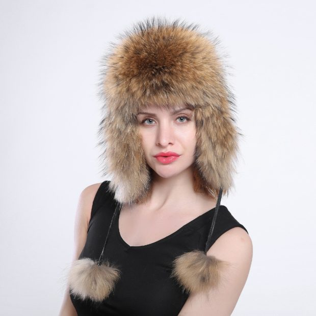 модные меховые шапки: шапка ушанка лиса с бубонами