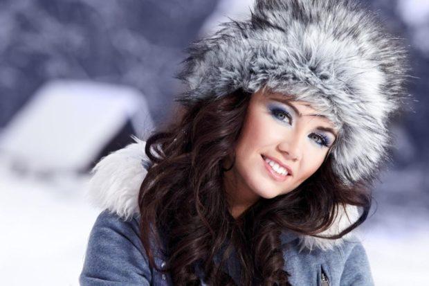 модные меховые шапки 2018: шапка серая с белым