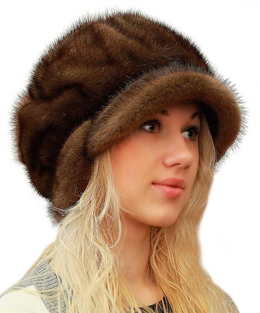 модные меховые шапки: с козырьком коричневая