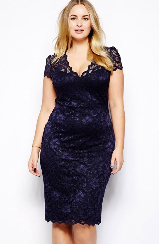 Платья 2018 фото: платья для полных синее с кружевами короткий рукав