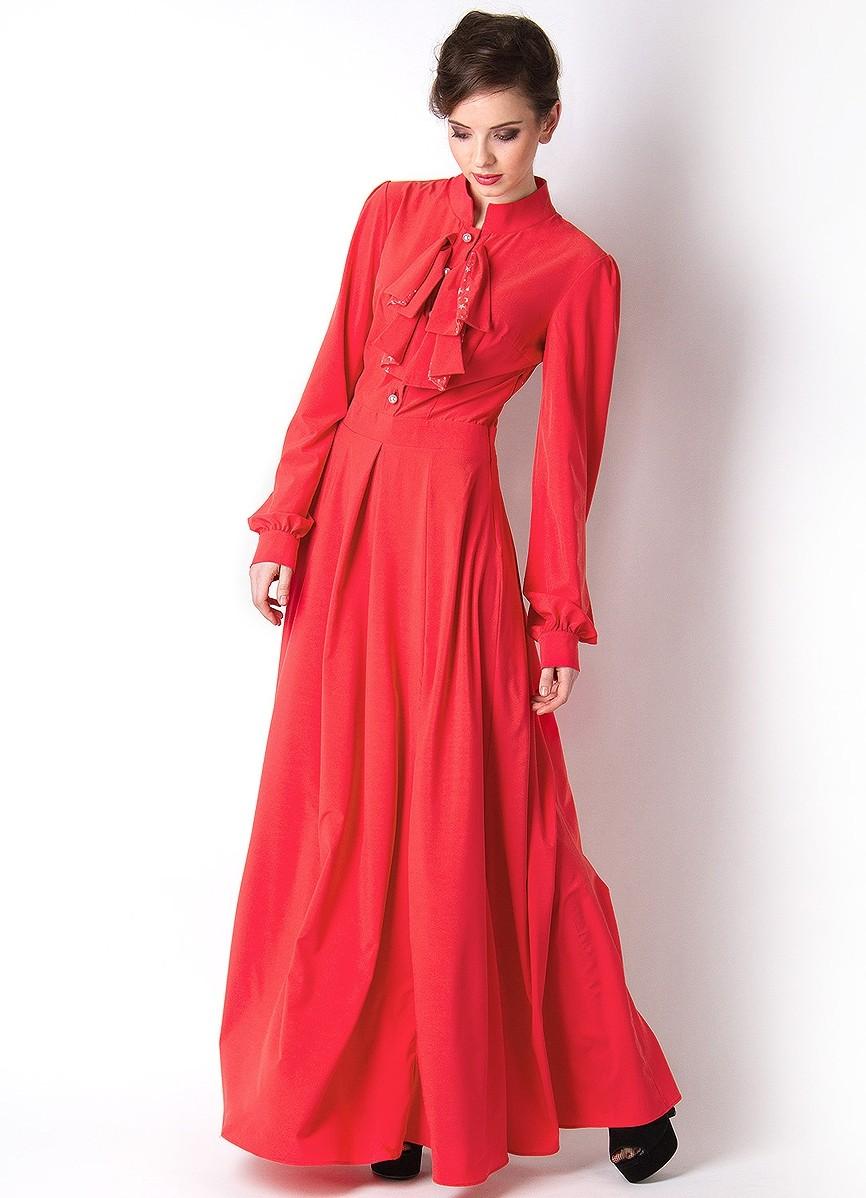 Закрытое платье с длинным рукавом