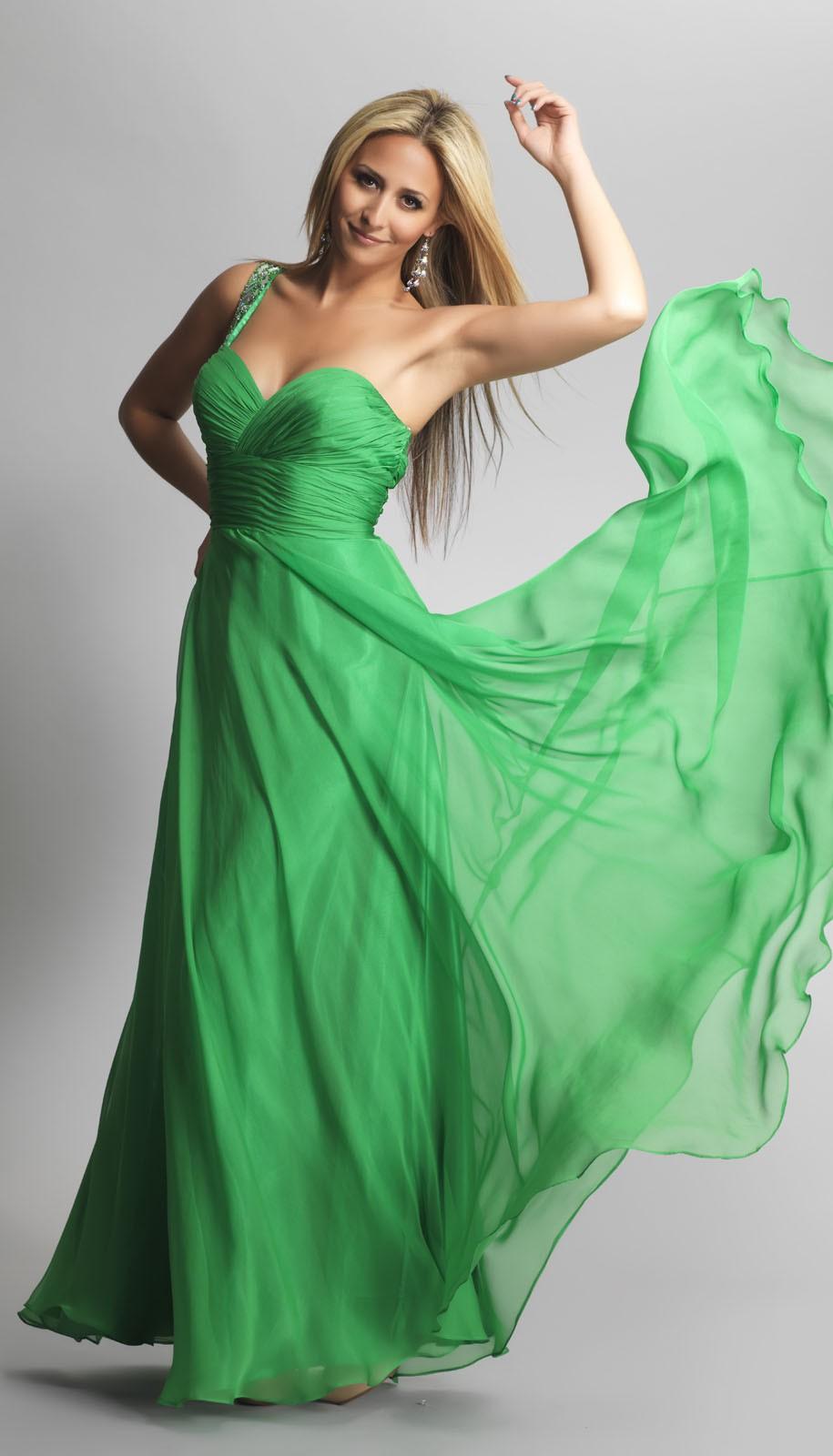 Платья 2018 фото: шифоновое платье зеленое без плеч