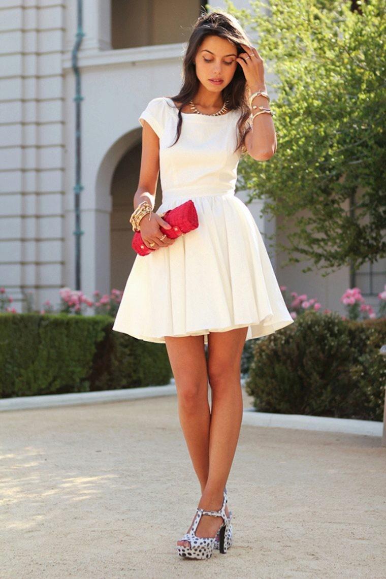 модные платья 2018: платье беби-долл белое короткие рукав