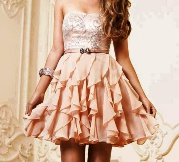 модные платья 2018: платье беби-долл бежевое с пояском