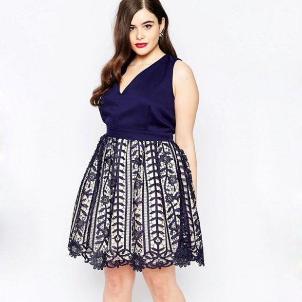 модные платья для полных 2018: платье синее с пышной юбкой без рукава