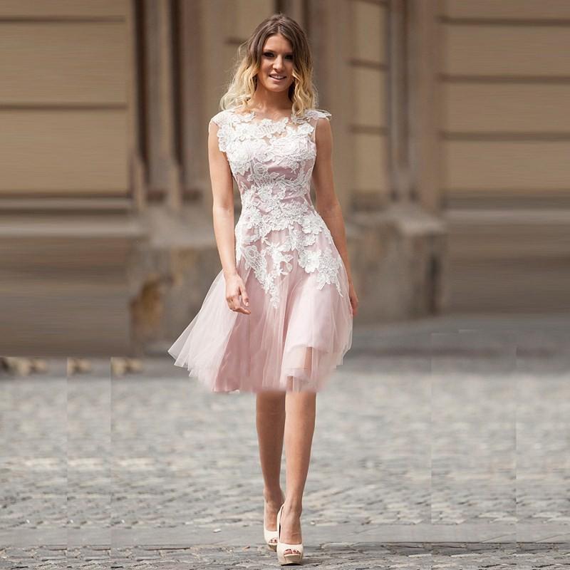 c12aaee961b Платья на выпускной 2019-2020 года  плечи открытые платье короткое белое с  розовым