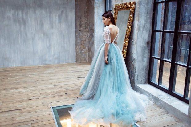 Платья на выпускной 2018 года: платье голубое с белым со шлейфом