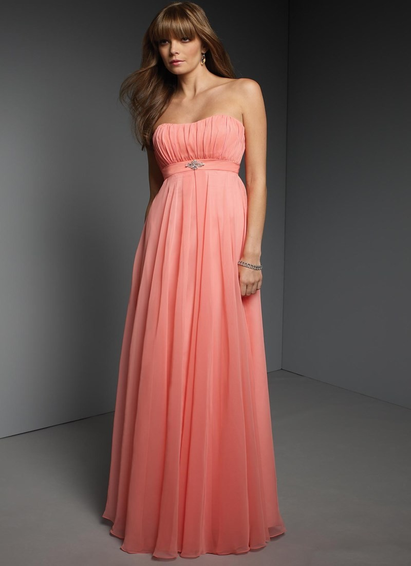 Платья на выпускной 2018 года: А-силуэт розовое в пол плечи открытые