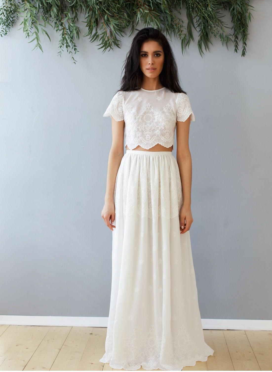 Платья на выпускной 2018 года: юбка и топ белые в пол