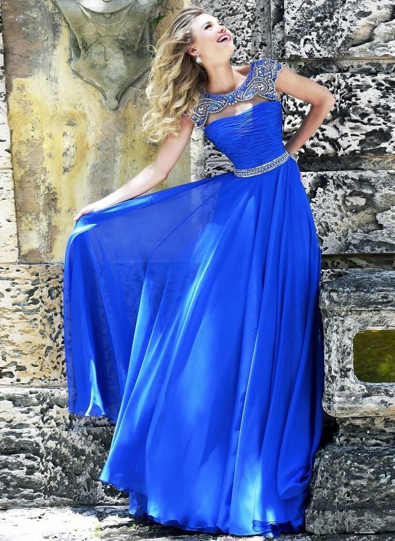 Платья на выпускной 2018 года: синее платье в пол без плеч