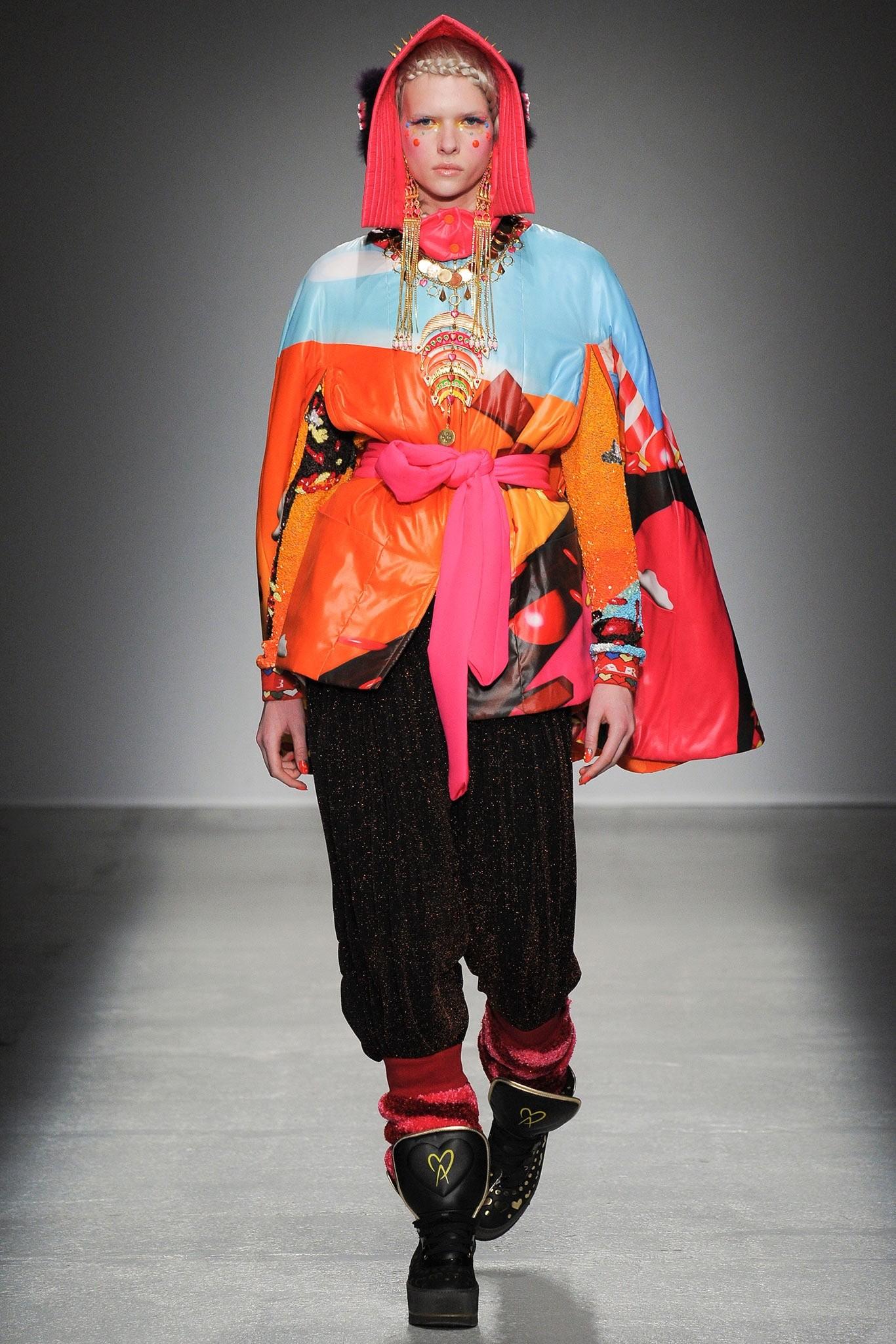 Модные пуховики 2019-2020 года: пуховик цветной