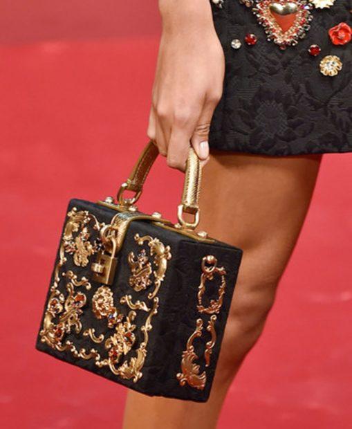 модные женские сумки 2019-2020: сумочка чемодан с золотым орнаментом