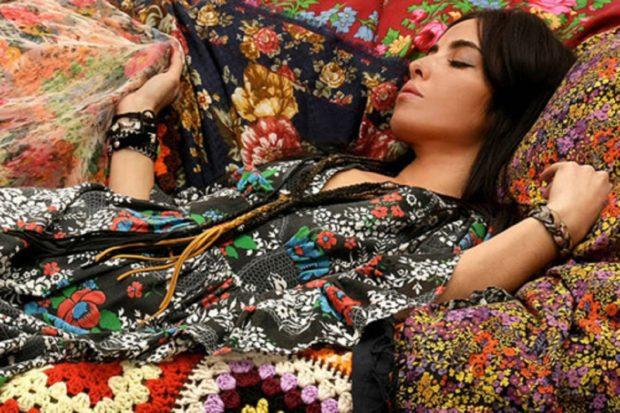 Модные тенденции 2019-2020 года: цыганский стиль в одежде яркие цветы