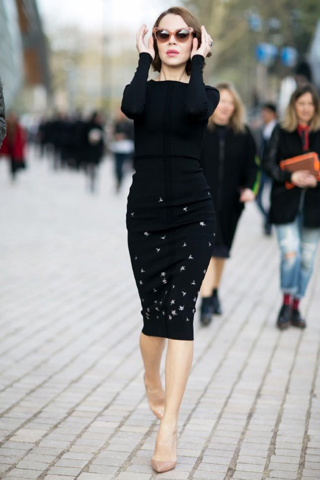 Модные вечерние платья 2019-2020: трикотажное черное по колено
