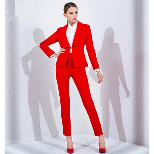 модные вечерние платья 2019-2020: костюм красный брючный