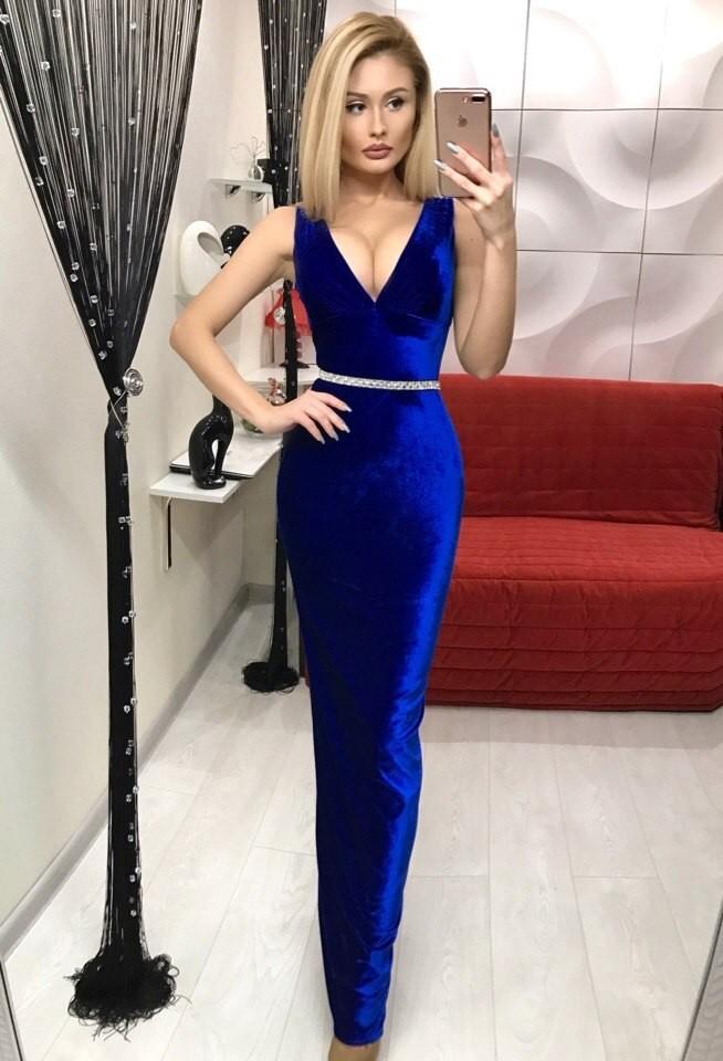 модные вечернее платья 2019-2020: бархатное синее в пол