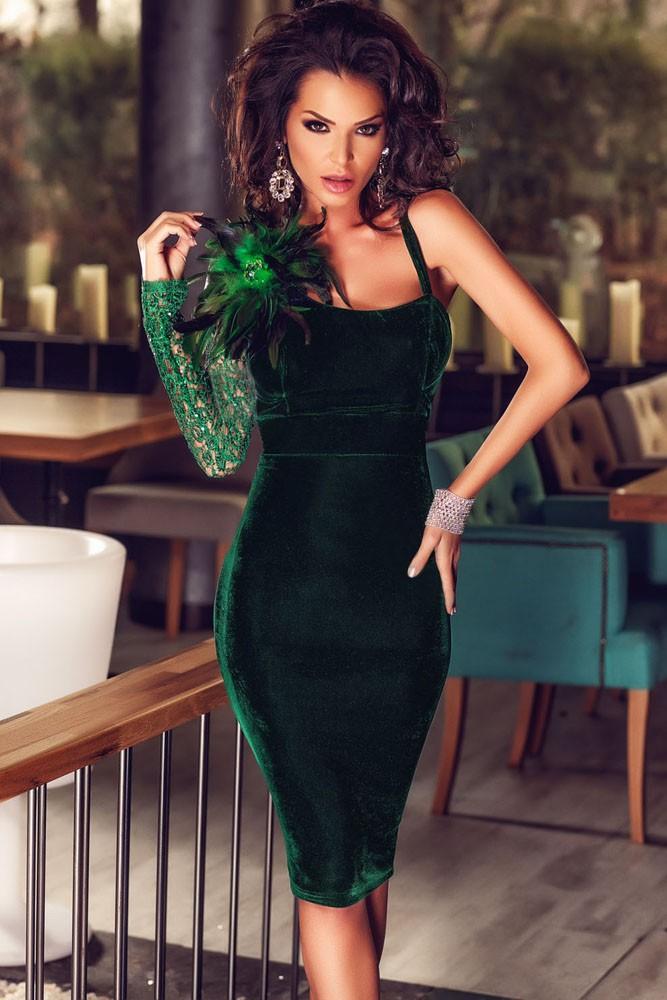 модные вечернее платья 2019-2020: платье зеленое бархатное без плеч