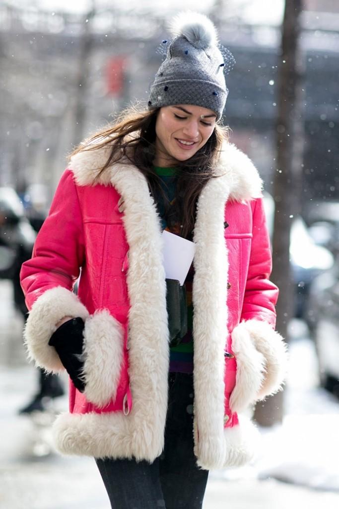 модные женские дубленки 2018: розовая с мехом