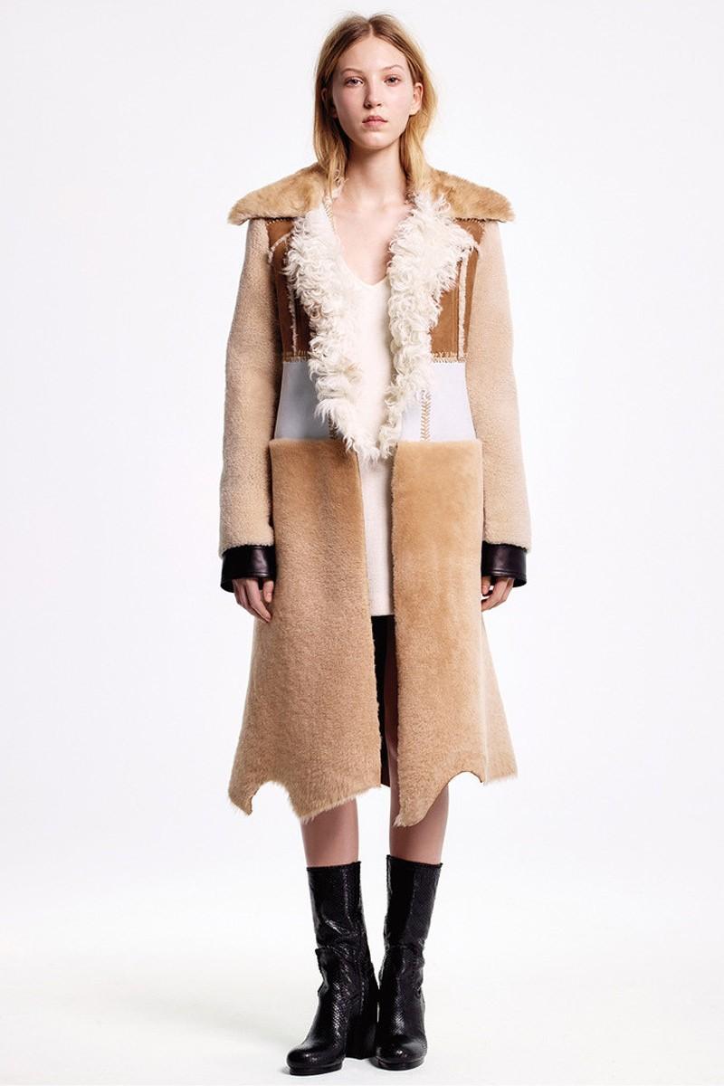 модные женские дубленки 2019-2020: мехом наружу длинная светлая