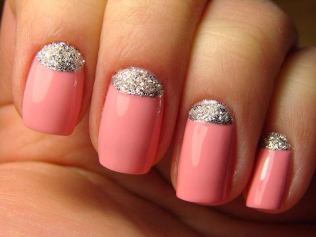 Модный дизайн ногтей в 2019-2020 году: лунки из серебра розовый маникюр