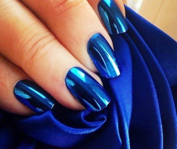 Модный дизайн ногтей в 2019-2020 году: голубой металлик