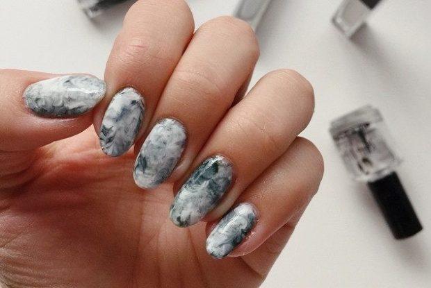 Модный дизайн ногтей в 2019-2020 году: маникюр мраморный серый овальная форма