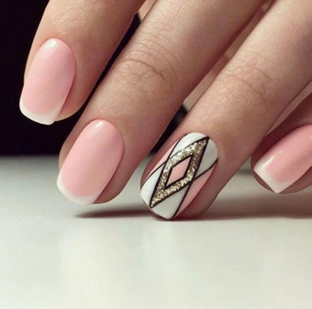 Модный дизайн ногтей в 2019-2020 году: френч с рисунком ромб