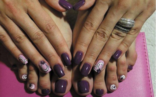 Модный дизайн ногтей в 2019-2020 году: фиолетовые с цветком