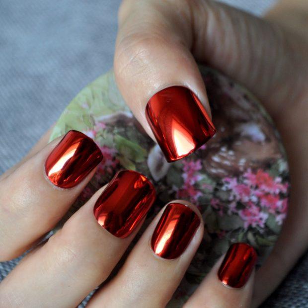 Модный лак для ногтей в 2019-2020 году: металлик красный