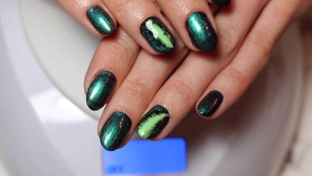 Модный лак для ногтей в 2019-2020 году: зеленый хамелеон
