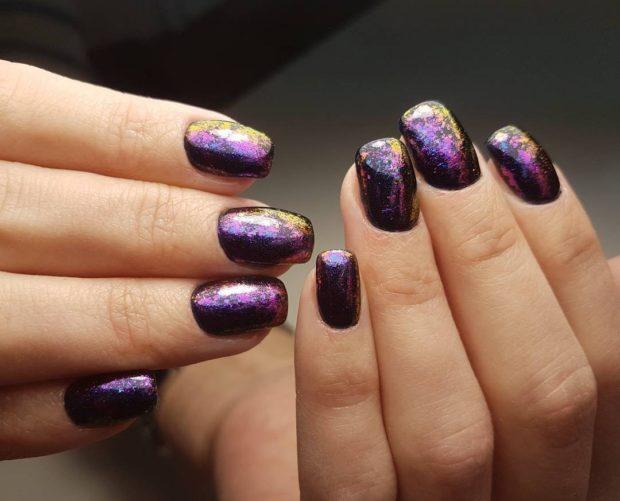 Модный лак для ногтей в 2019-2020 году: фиолетовый хамелеон с блестками