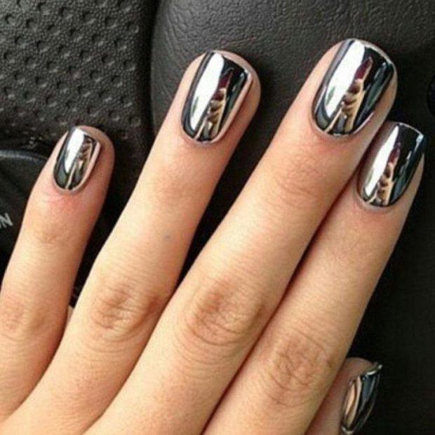 Модный лак для ногтей в 2019-2020 году: зеркальный серебристый