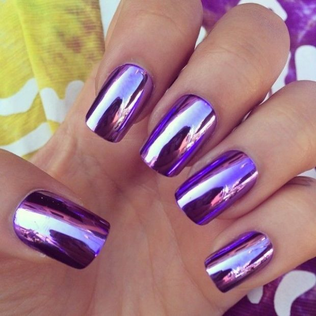 Модный лак для ногтей в 2019-2020 году: зеркальный лак фиолетовый