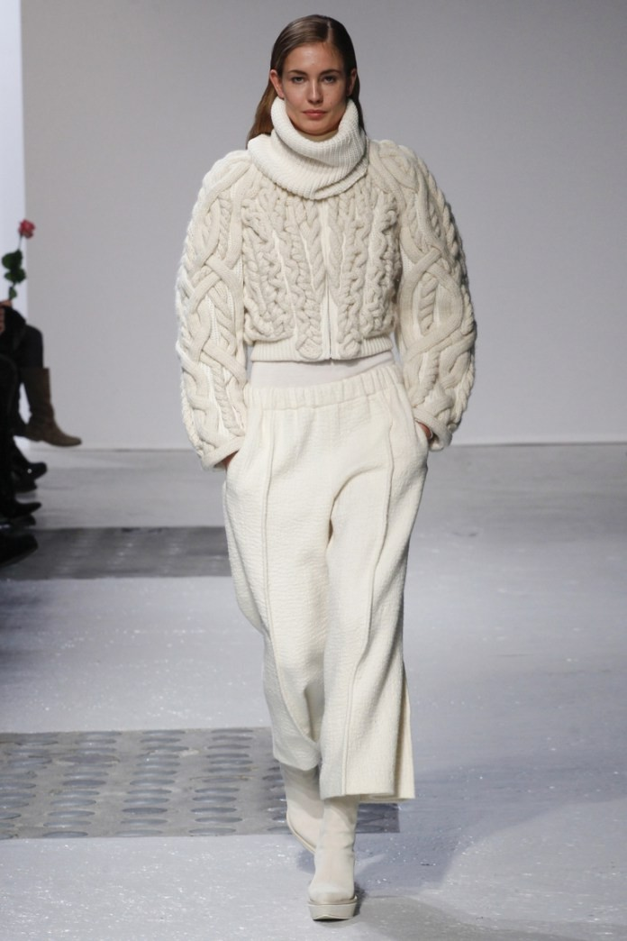 модный милан 2018: кофта с объемными рукавами