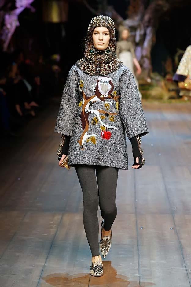 модный милан 2018: пальто с цветной аппликацией