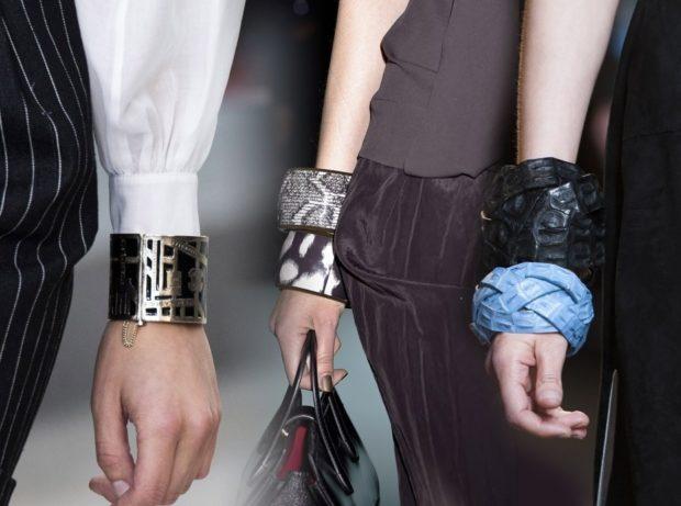 модные образы зима 2018: браслеты большие на руку разной формы
