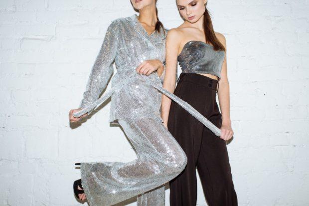 модный образ зима 2018: брюки с завышенной талией черные и серебро